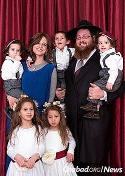 Rabbi Chaim and Fraidy Litvin, and family (Photo: Elisheva Golani)