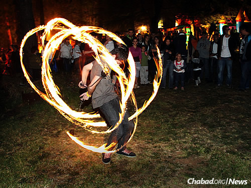 """Lag BaOmer includes rides, magic shows, archery and climbing walls. Teams of volunteers assist with the barbecues, called """"braais"""" in South Africa."""