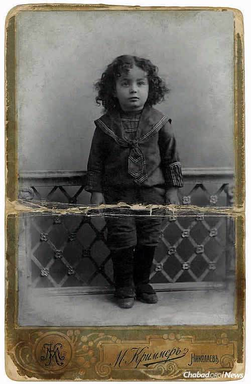 Earliest extant photo of the Rebbe, around age 3, taken at the studio of M. Kramer in Nikolayev in the days leading up to the Rebbe's first hair-cutting. (Photo: Jewish Educational Media/Early Years)