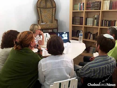 A class watches videos of the Rebbe last spring in honor of Gimmel Tammuz.